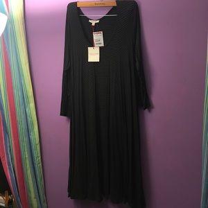 NWT 3/4 SLEEVE GREEN AND BLACK T-SHIRT DRESS